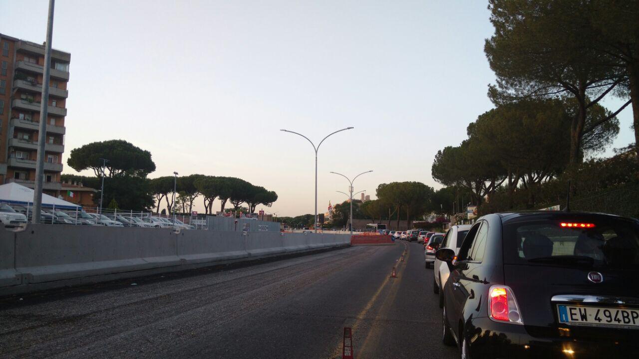 L'amichevole traffico causato dai lavori sulla via Tiburtina, altezza Rebibbia
